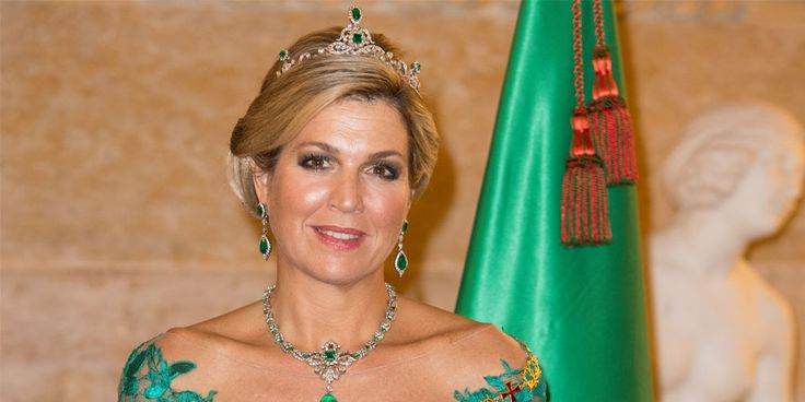 Tot in de puntjes verzorgd, lachend en in een stralend humeur: koningin Máxima zag er ook tijdens het staatsbezoek aan Portugal weer uit om door een ringetje te halen! Bekijk dit foto-overzicht met haar mooiste outfits. Deze week was ons koningspaar in Portugal, voor een driedaags staatsbezoek op uitnodiging van de president. Op het programma…