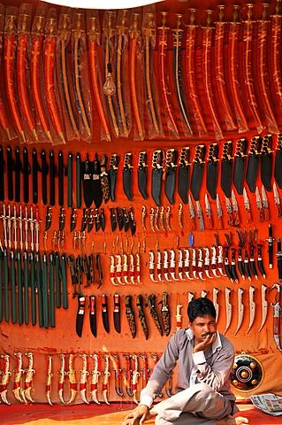 Rajasthani traditional knife seller, Pushkar, Rajasthan, India, Asia