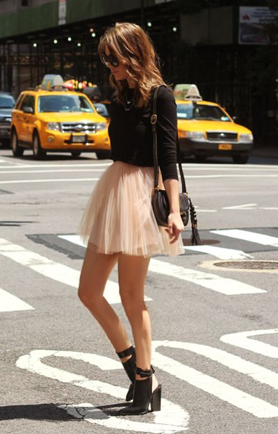 love the tulle skirt and simple blouse combination