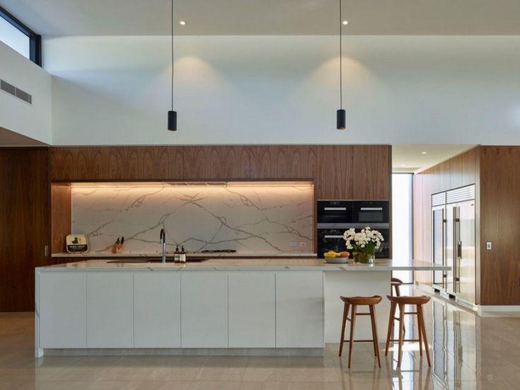 Eine Fassadenverkleidung Aus Stein Schmückt Die Außenwände Und Sorgt In  Kombination Mit Glasfronten Für Die Moderne Architektur Dieses Hauses In  Australien.