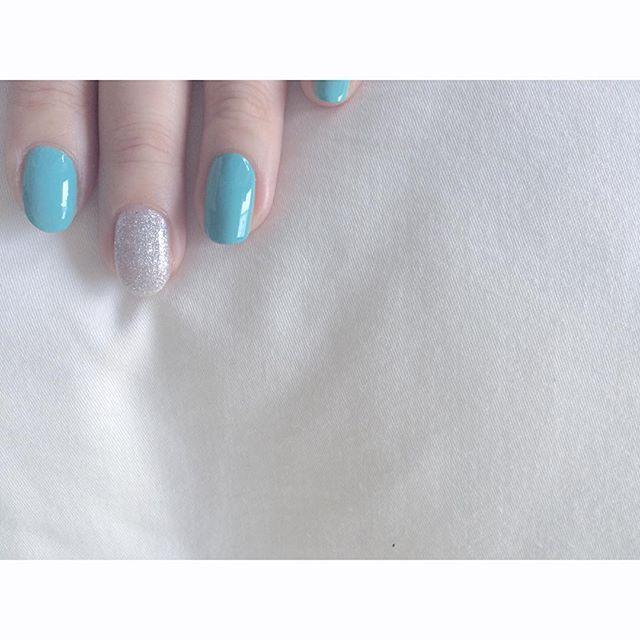 ☆ セルフでちゃちゃっとネイル💅 . . . #nailholic  #ジェルネイルお休み中 #やっぱり爪が寂しすぎて #セルフネイル #ちゃんとベースコートも塗り塗り #トップコートも塗り塗り #思ったより緑 #グリーンandシルバー #💅