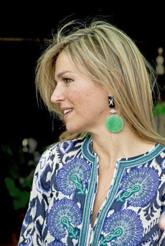 ♥•✿•QueenMaxima•✿•♥...The stunning, green earrings matched the outfit perfectly. 31 March 2015