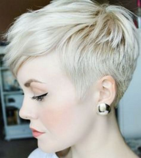 Chic 35+ Attractive Platinum Blonde Pixie Eccentric Hairstyles https://www.tukuoke.com/35-attractive-platinum-blonde-pixie-eccentric-hairstyles-10500