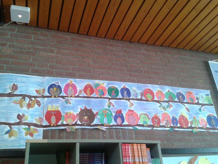 Vogels in de boom (groep 6) Gekleurd papier,  papier met een patroontje en wiebel ogen.