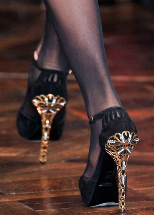 I like decorated heels apparently.: Ralph Lauren, Dresses Shoes, Woman Shoes, Black Shoes, Gold Accent, Black Gold, High Heels, Hot Heels, Gold Shoes