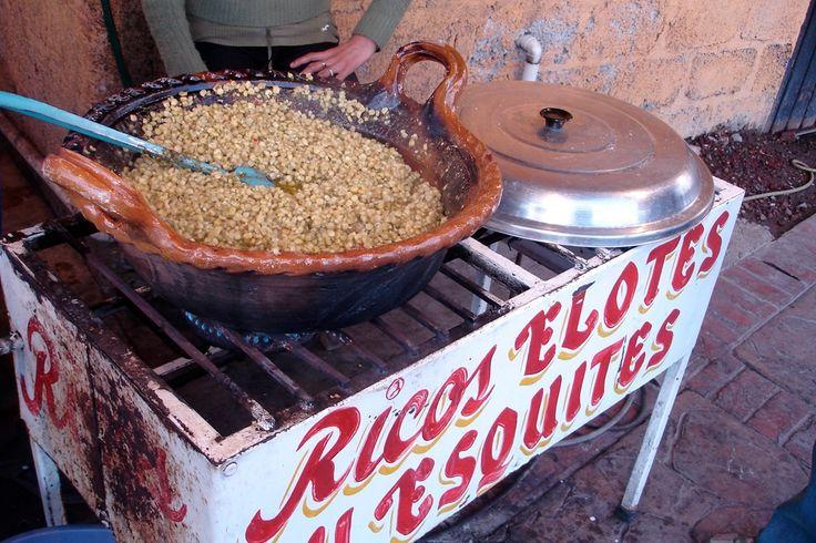 Esquites serveres ofte som street food i Mexico som en lille snack. Den gør sig også rigtig godt som tilbehør til fx grillet kød.