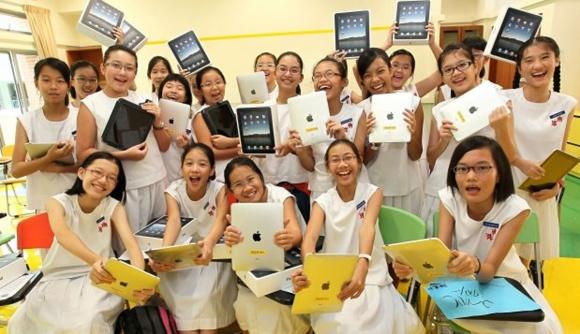 L'arrivo dei tablet rivoluzionerà la vita degli studenti asiatici: in anticipo sulla crescente penetrazione del digitale in ogni aspetto della quotidianità, la Corea del Sud prevede di eliminare le tradizionali cartelle degli studenti entro il 2012.    Continua...