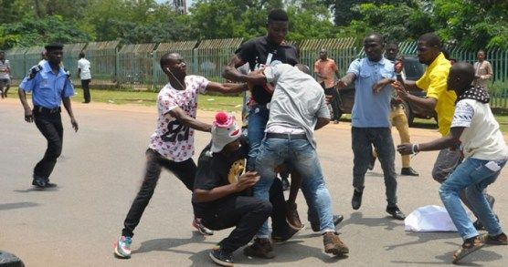 Two Factions Of NANS In A Street Fight Over ASUU Strike {Pics}