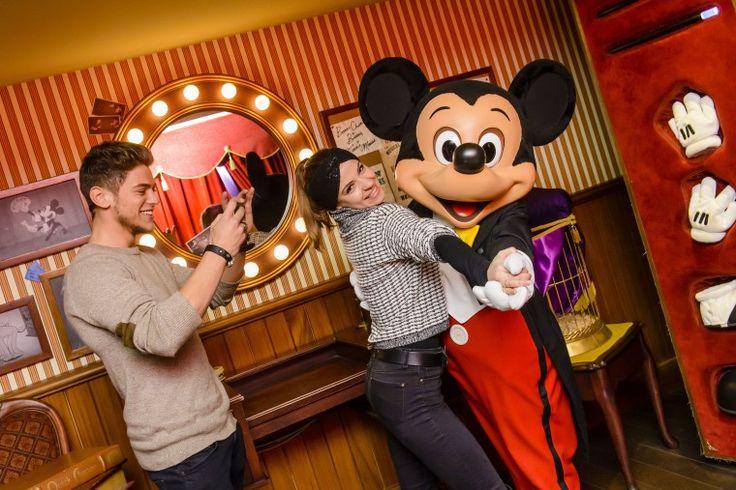 Quand Rayane Bensetti et Denitsa Ikonomova dansent avec Mickey
