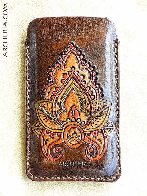 100 % handmade    This Iphone case in high quality 4 – 5 oz. (1,6 – 2 mm) veg-tanned cowhide is completely made by hand. It is carved, tooled, painted,