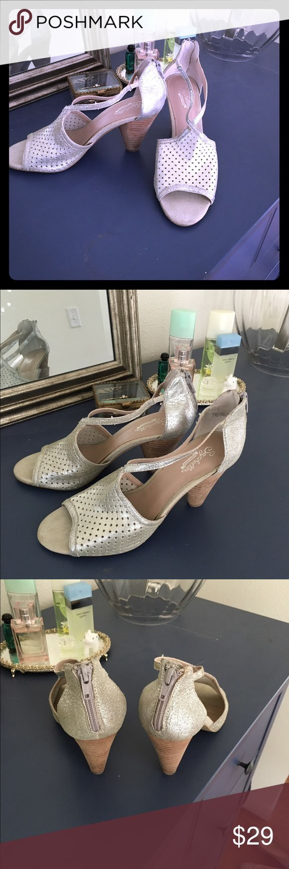 Silver Seychelles Size 8.5. Incredibly comfortable. Somehow almost give a 1920's vibe on. Barely worn. Seychelles Shoes