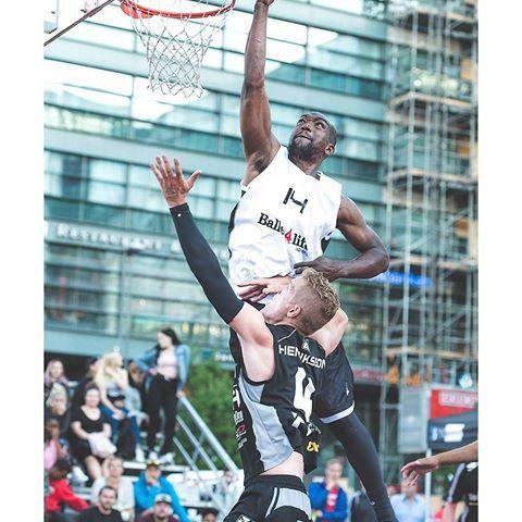 Nope.. not going to happen! HUGE block by Arsene Towa in the yesterday 3x3 finals at Narinkkatori Helsinki.  .  .  .  .  .  #yökoris #basketballneverstops #basketballphotography#sportsphoto#sportsphotography#ig_daily#nikoneurope#nikonnordic#ig_sports#basketballmagazine#basketballislife#baller4life#yleurheilu#koripallo#3x3#3x3fiba#3x3basketball#3x3planet#wilson #helsinki