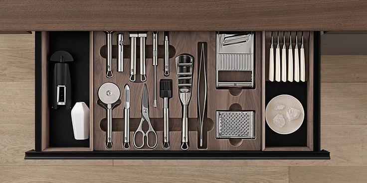 GENIUS LOCI Kitchen with island by VALCUCINE design Gabriele Centazzo