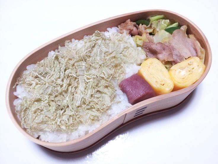 2012年11月05日(月) 豚バラ・キャベツ・ピーマンのオイスターソース炒め,玉子焼き,日野菜の漬け物,とろろ昆布乗せご飯