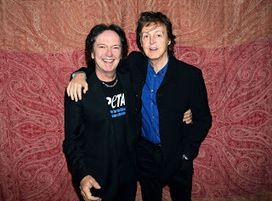 """Eventi News 24: RED CANZIAN narra il documentario di PeTA """"PARETI DI VETRO"""". La versione originale narrata da Paul McCartney (recentemente all'Arena di Verona il """"passaggio di testimone"""" tra i due)"""