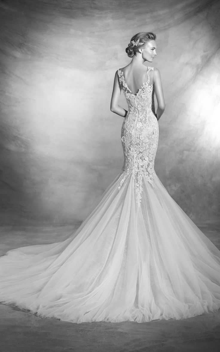 VERDANA from the back, showing off her smooth lines , flattering fit and delicate details. Her nude lining is the best fit for the neutral tone wedding theme. An exquisite wedding dress by Pronovias. Available to fit at our Fourways bridal boutique | 011 431 4304