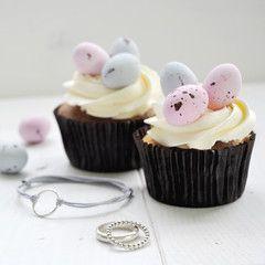 Zilver & Zoet - vrolijk pasen cupcake + zilveren sieraden / ringen - Happy Easter!