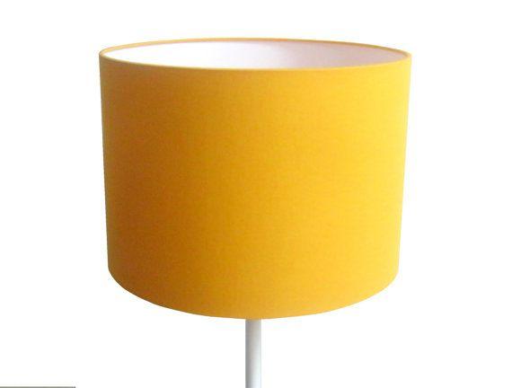 les 25 meilleures id es de la cat gorie abat jour jaune sur pinterest lampes jaunes chevron. Black Bedroom Furniture Sets. Home Design Ideas