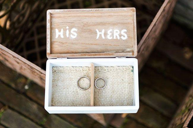 Ringenkistje met jute. De bruiloft van Kirsten & Joery - Girls of honour