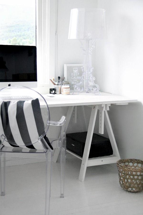 bureau schragen en ghost chair