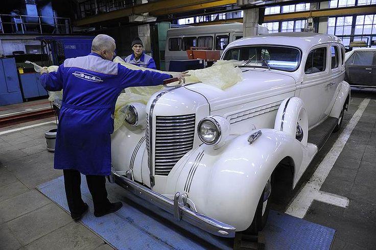 В коллекции ЗИЛа единственный в мире белый ЗИС-101, все остальные лимузины завода — черные