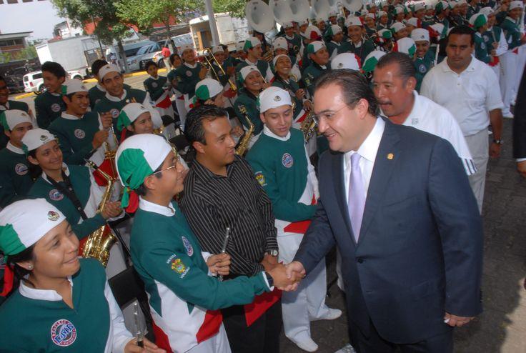 El gobernador, Javier Duarte de Ochoa, hizo un reconocimiento a los integrantes del Poder Judicial del Estado y del Ejército Mexicano por su contribución para hacer prevalecer el Estado de Derecho en Veracruz.