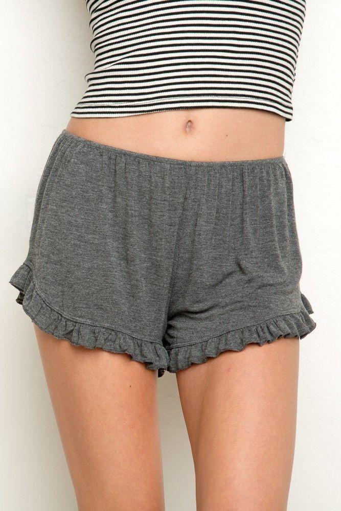 Esta pantalones cortos es muy bonito. Es gris y es un color perfecto para mi. Yo principalmente llevar pantalones cortos en mi casa. Llevar esta pantalones cortos con un camisa azul o rosa.