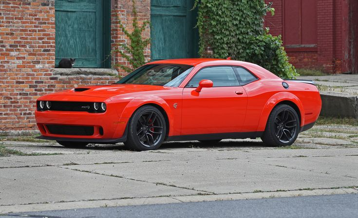 2018 Dodge Challenger SRT 392 / SRT Hellcat In-Depth Review: Two Tickets to Burnout Paradise