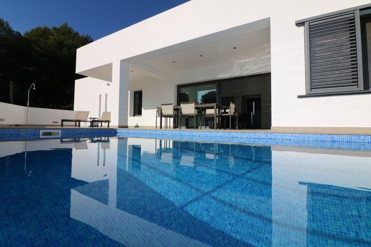 Villa Orange, een moderne luxe vrijstaande villa met een fantastisch privé zwembad! https://www.lacaza.nl/aanbod-vakantiehuizen/orange-1.html