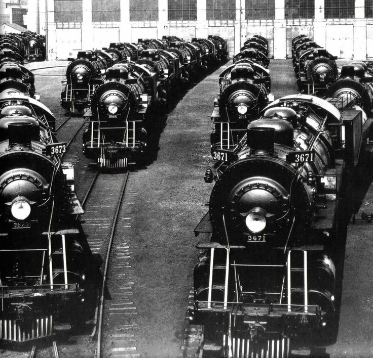 Engines manufactured by the Baldwin Locomotive Works await delivery to clients.