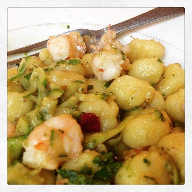 Chicche di patate con mazzancolle e zucchine! #bistrot #barbagusto #torino #torinofood #sansalvario #sansalvariocena #sansalvariopranzo #andreacoppola