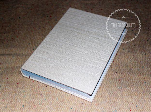 Encuadernación rústica.  20 x 17 formato cerrado. 150 pgs