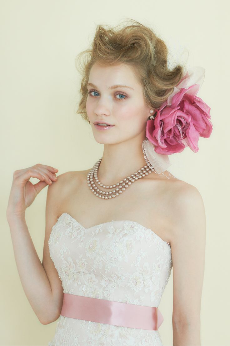 #NOVARESE #wedding #accessory #ring #earring #hedaccessory #styling #flower #hair #pink