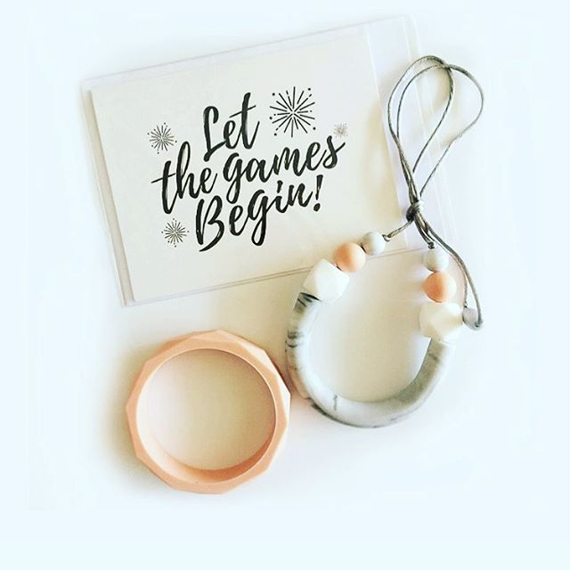 Pregnancy card and teething necklace and bangle set. For modern mums who refuse to lose their style.