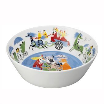 The Moomin Friendship serving bowl is by the Swedish brand Arabia. The serving bowl has a colorful, slightly retro-inspired design that was inspired by Tove Jansson classic picture book