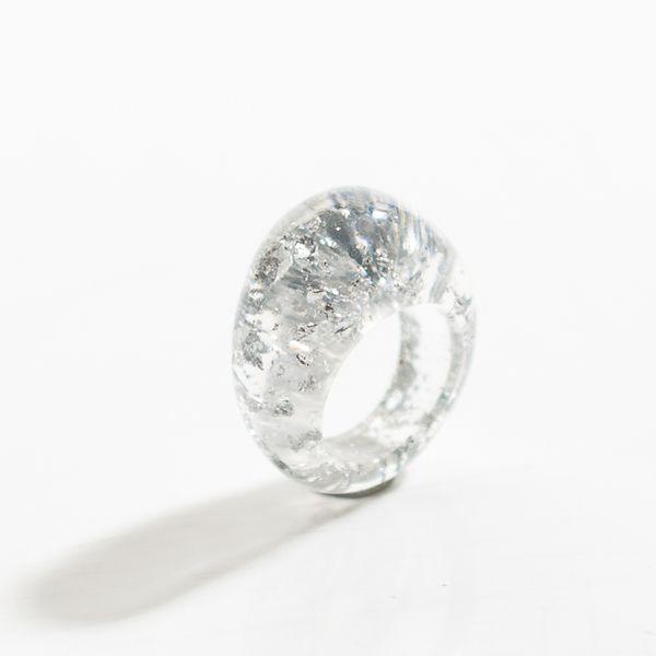 Pierścionek z żywicy -srebrne płatki, śr 17mm. w VITALIJSKY na DaWanda.com