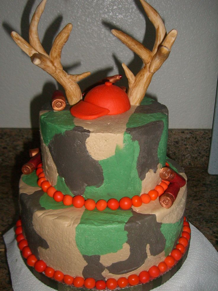Camo Cake - THE ANTLERS LOOK LIKE FINGERS, TONI I THINK YOU COULD DO A WAY BETTER JOB ON THIS