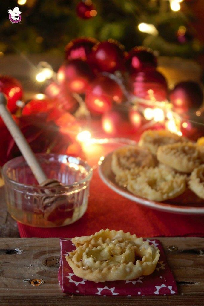 Vi piacciono le cartellate? Cercate una ricetta  perfetta ?  Ecco la ricetta infallibile della mia cara nonnina  Ricetta -> http://blog.giallozafferano.it/sognandoincucina/le-cartellate-u-carteddat/