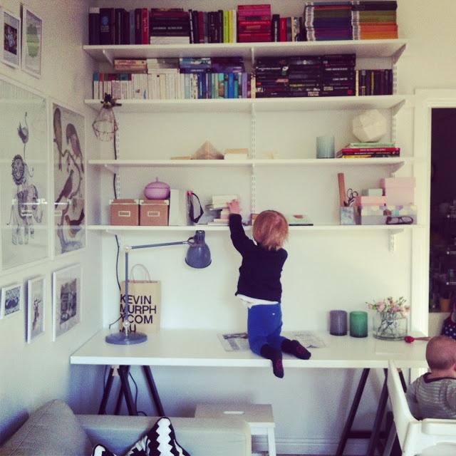 Barnrum barnrum bokhylla : 10+ images about Inspiration barnrum on Pinterest | Ikea kura hack ...