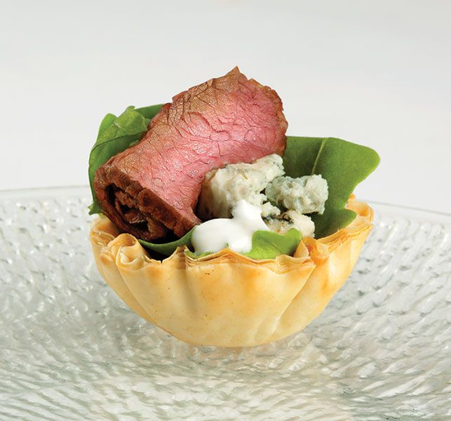 Steak and blue in mini phyllo shells athens foods for Phyllo dough recipes appetizers indian