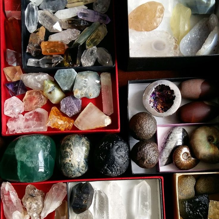 You can store crystals in drawers. Use saved gift boxes as dividers. #crystals