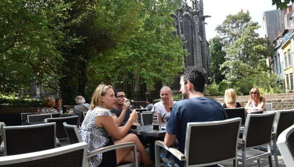 Terrasse du café l'Imaginaire à Lille.