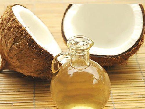 Protector solar casero 1/2  taza aceite de oliva 1/4 taza de aceite de coco 1/4 taza de cera de abejas 2 cucharadas de óxido de zinc. Se debe tener en cuenta que cada cucharada aporta un factor de protección solar de diez. Gotas de aceite esencial