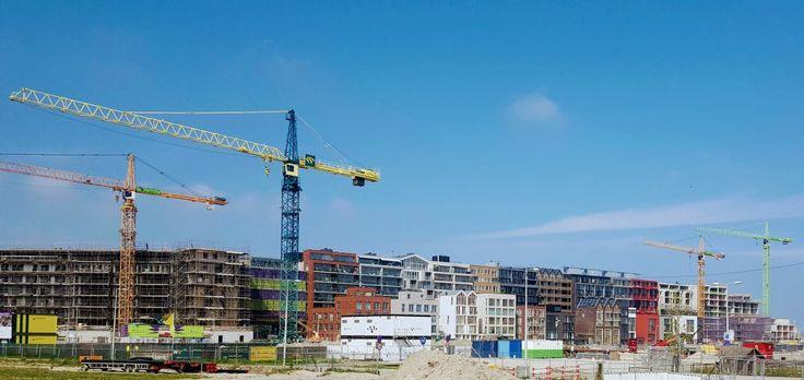 De Houthaven Amsterdam in aanbouw juni 2017. Met prominent het Parkblok en Blok 0 in beeld.