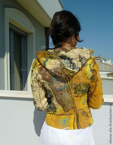 felted coat. Pin: Atelier Jose Driebergen