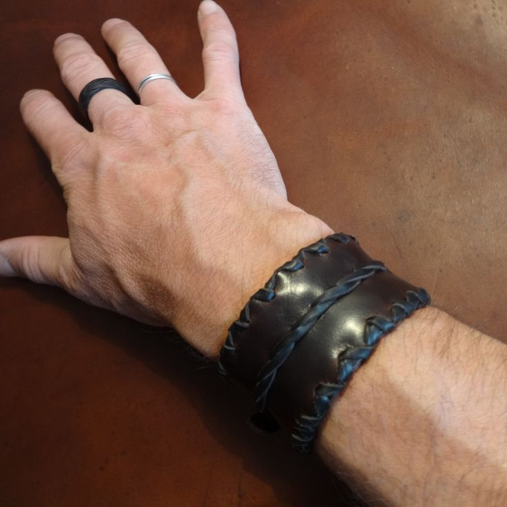leather wristband cuff bracelet de Majestatis en Etsy