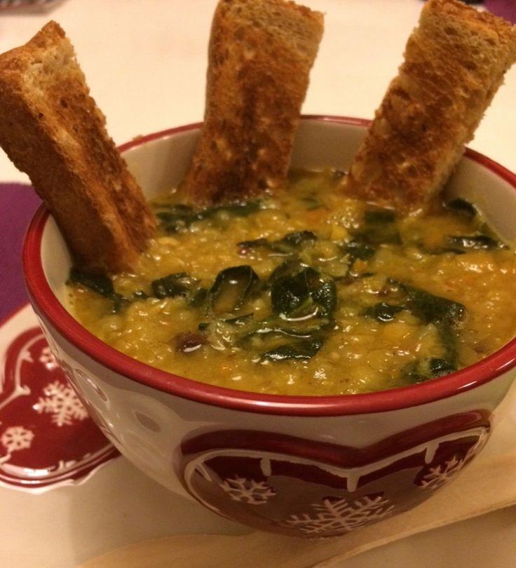 Zuppa di lenticchie rosse con cavolo nero