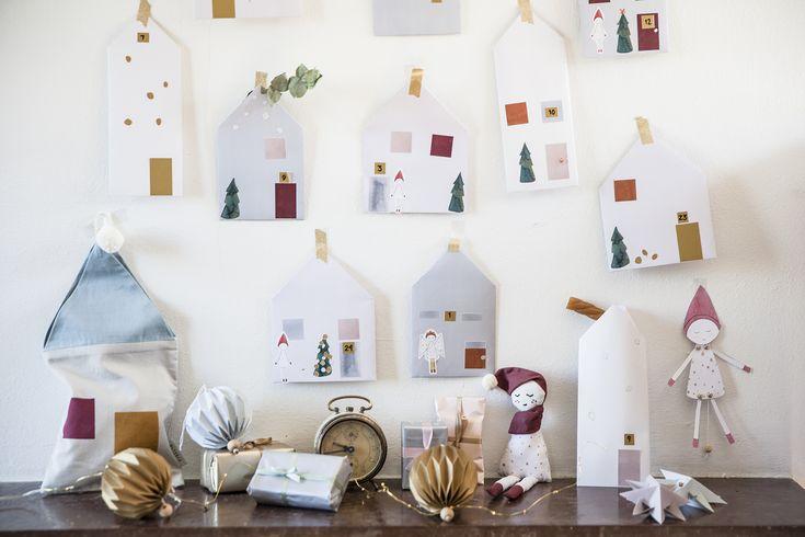 Γονείς & παιδιά μαζί συμμετέχουν στην κατασκευή αυτού του ξεχωριστού ημερολογίου Χριστουγέννων.  Έπειτα διακοσμήστε το στο χώρο σας και ζήστε την Μαγεία των Χριστουγέννων.  Περιλαμβάνει 24 φύλλα & 6 φύλλα με αυτοκόλητα & 1 οργανικό κορδόνι& 24 ξύλινα πιαστράκια  Σχε