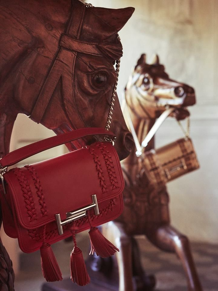 The magic atmosphere of a modern fairytale: discover Tod's Portraits at bit.ly/TodsLeSur #TodsDoubleTBag #TodsPortraits