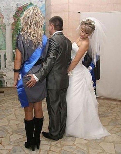 Ptn il va se marier et il trompe déjà ca femme et bah dit on mon bonhomme ce n'est pas bien ! Qui voudrais d'un mari comme ca franchement !?!